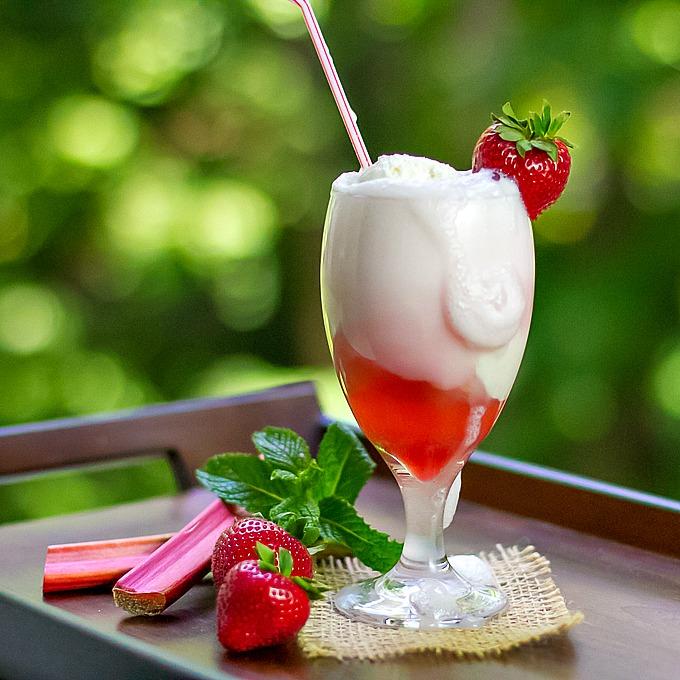 Strawberry Rhubarb Float {& Strawberry Rhubarb Syrup} - I'm Bored, Le...